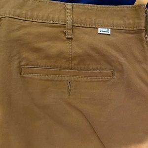 Men's size 42 Levi's shorts